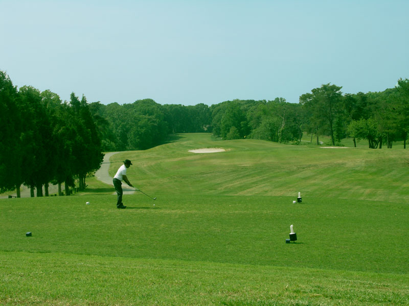 Golfing at Chesapeake Hills